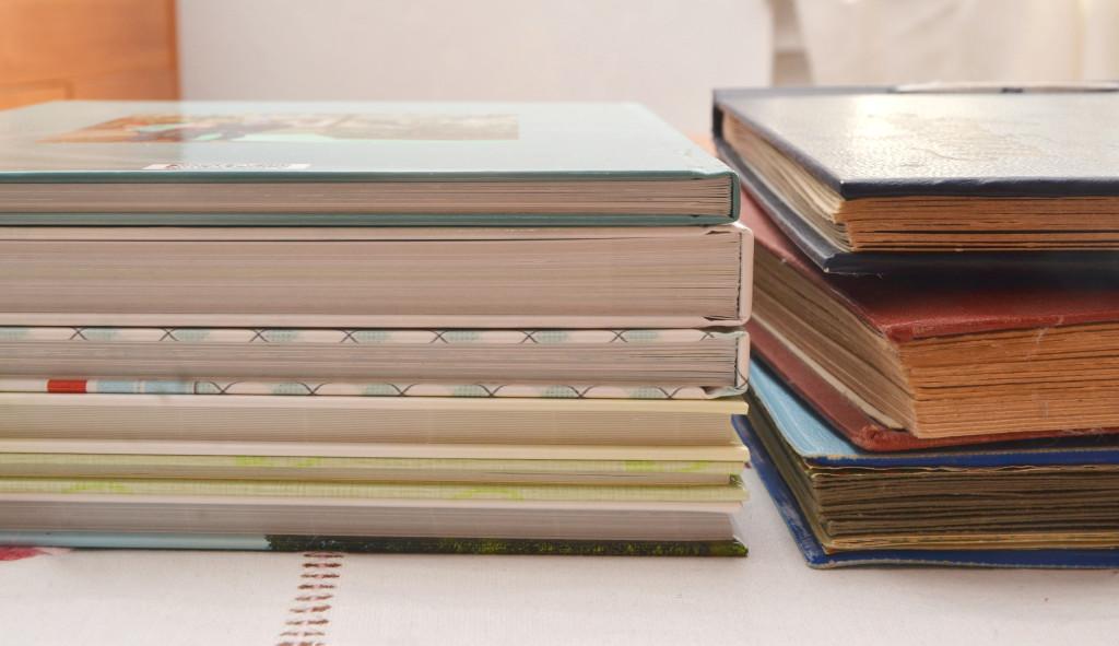 Fotobuch auf Fotopapier und alte Albums
